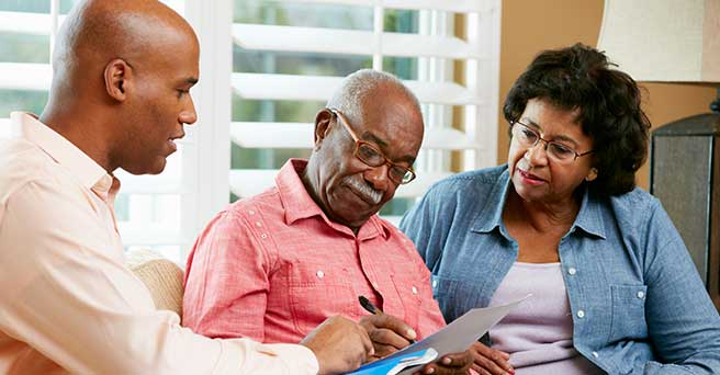 Couple choosing a Medicare cost plan